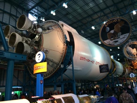 Apollo 11 og Saturn V raketten.
