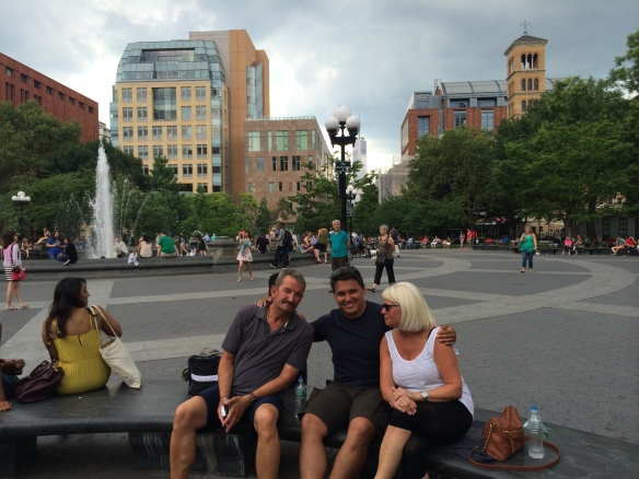 3/4 dele af Møller/Jacobsen familien i Washington Square Park i New York